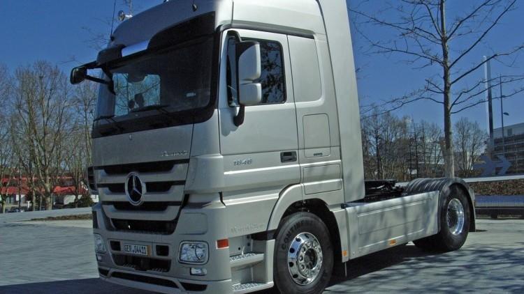 Mercedes-Benz Actros 7851